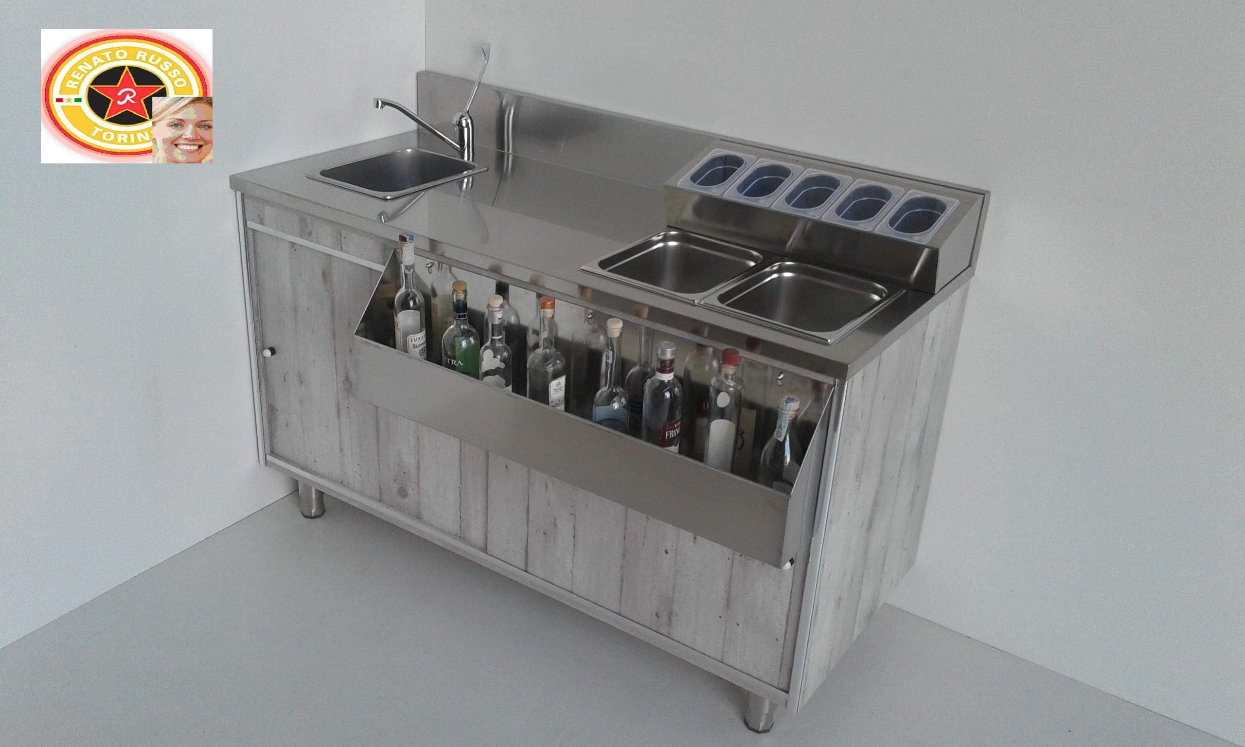 Arredamenti per negozi compra in fabbrica banconi per for Martini arredamenti
